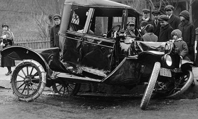 https://upload.wikimedia.org/wikipedia/commons/thumb/0/03/Auto_accident_on_Bloor_Street_West_in_1918.jpg/800px-Auto_accident_on_Bloor_Street_West_in_1918.jpg
